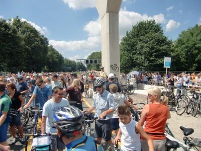 Die Polizei versucht, den Stau am Bochumer Westkreuz aufzulösen
